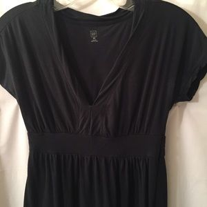 GAP black dress XS v neck, cap sleeves
